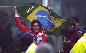 Ayrton e bandeira com orgulho