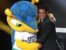 Ronado hugging the World Cup mascote