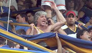Rafa di Zeo holding the colours of Boca Juniors